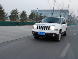 Jeep自由客长测(3)配置实用 油耗尚可