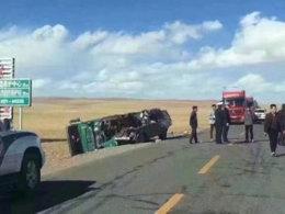 10.5青藏线车祸 SUV与货车对撞无人幸免